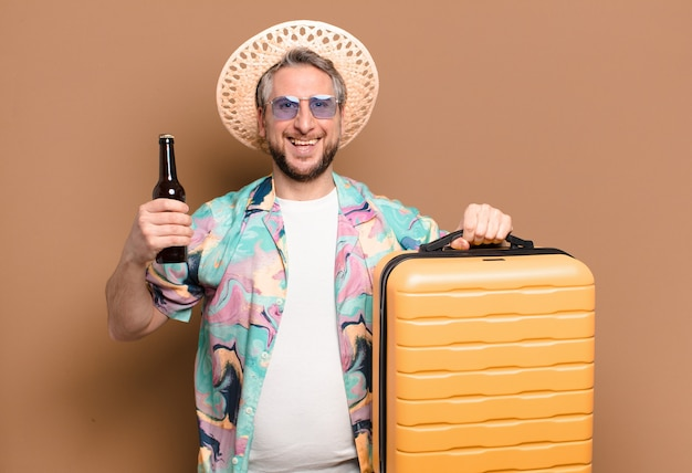 중년 관광 남자. 여행 컨셉