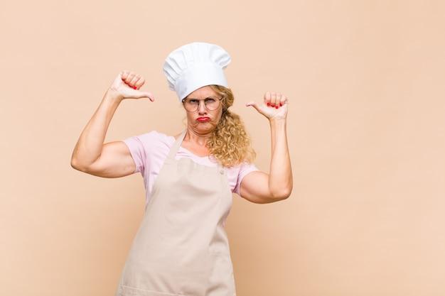 誇りを感じている中年女性パン屋