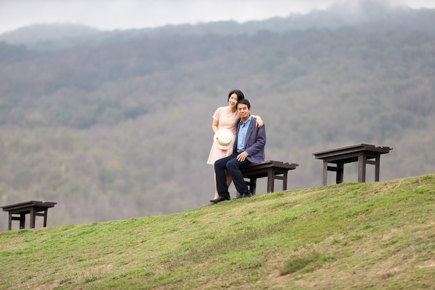 自然の中年夫婦