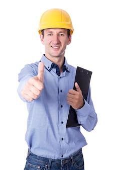 黄色のビルダーのヘルメットで中年のハンサムなビジネスマンは、白い背景で隔離の親指を立てる