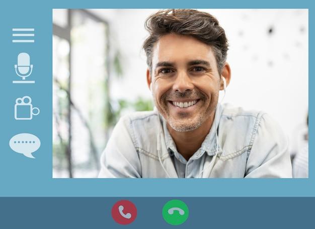 コンピューターのビデオ通話アプリの中年男性