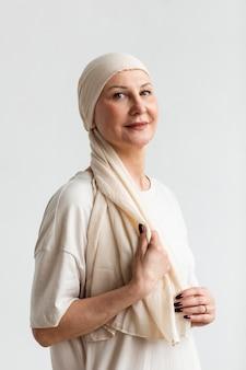 Портрет женщины средних лет с раком кожи