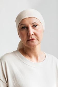 皮膚がんの中年女性