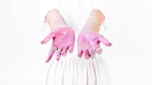 女性の手の込んだ手の部分をペイントで