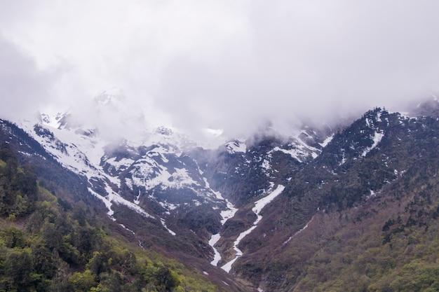 Ледник мигён снежной горы мейли, расположенный в провинции юньнань, китай
