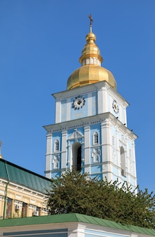 ミハイロフスキー広場にあるミハイロフスキー大聖堂。聖ミハイルの黄金ドーム修道院は、ウクライナの首都キエフで機能している修道院です。