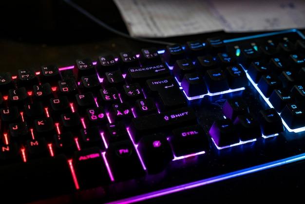 イタリア、ミラノ2021年5月6日:ゲームキーボードの詳細