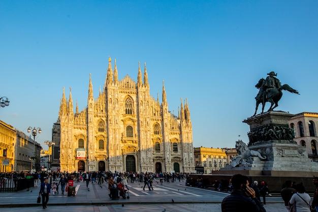 Милан, италия-28,2016: центр здания ориентир ориентира города дуомо милана в itlay.