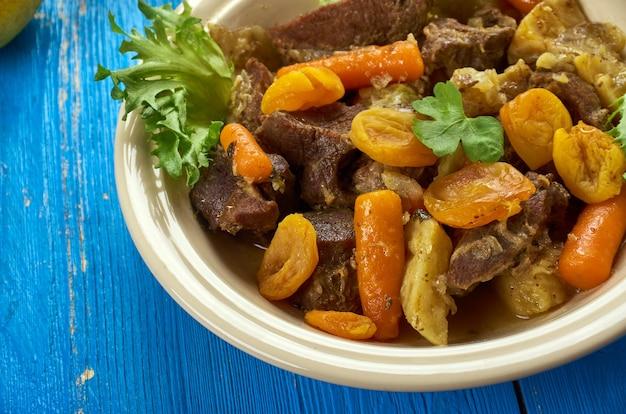 マイルドラムカレーポジェラムカレー、南アフリカ料理、伝統的な盛り合わせ料理、トップビュー。