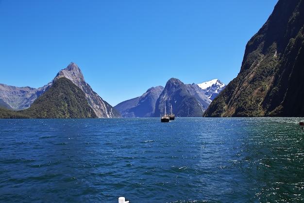 ニュージーランドのミルフォードサウンドフィヨルド