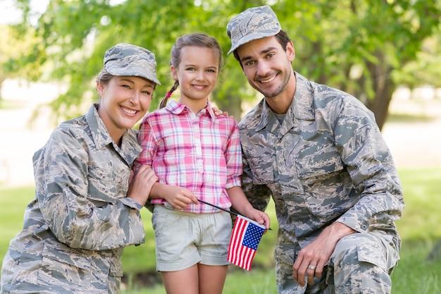 彼らの娘と軍のカップル