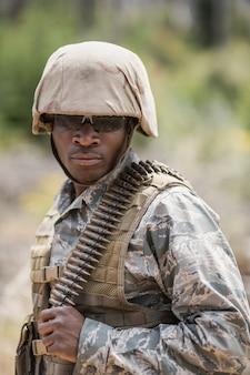 부트 캠프에서 탄약으로 서 군사 군인