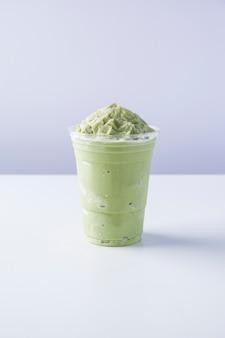 Milk and matcha frappe, молочный коктейль с зеленым чаем