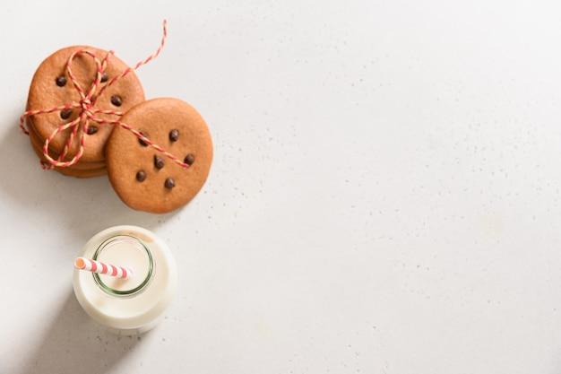 サンタクロースとクッキーのための牛乳