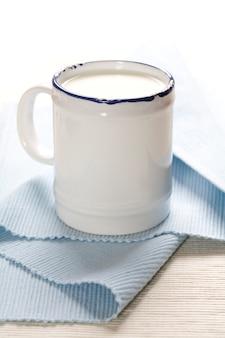 Молоко в металлическом стакане