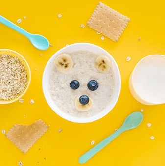 Milk and oat flakes with fruits