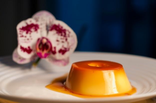 Молочный пудинг и орхидея