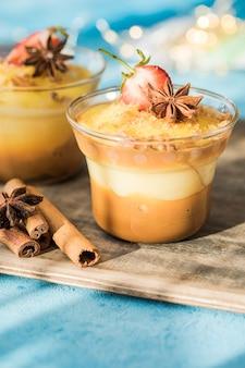 ミルクプリン。ナティリャス、ミルク、卵、砂糖で作られた典型的なクリスマスデザート。スペイン