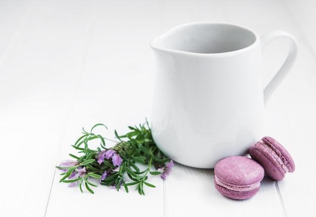 Milk with lavender macaroons