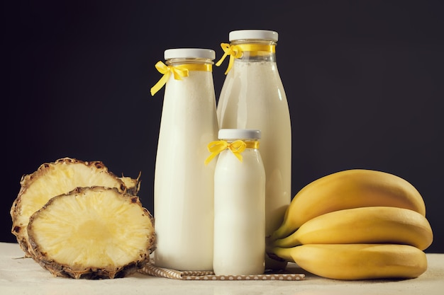 バナナとパイナップルで作りたてのミルクセーキ味