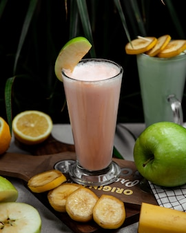 Milkshake with mixed fruits flavour