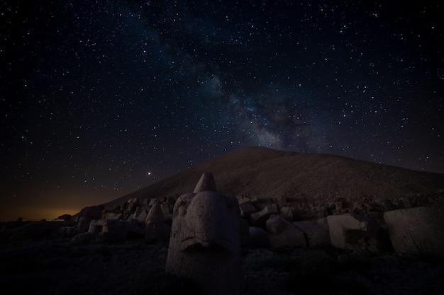 Nemrut 산 위의 은하수. 아디야만 - 터키