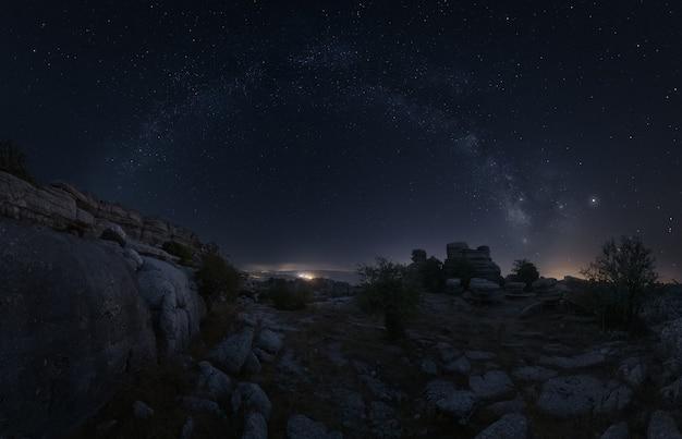 안테 케라 말라가 스페인에서 트로 칼 위의 은하수