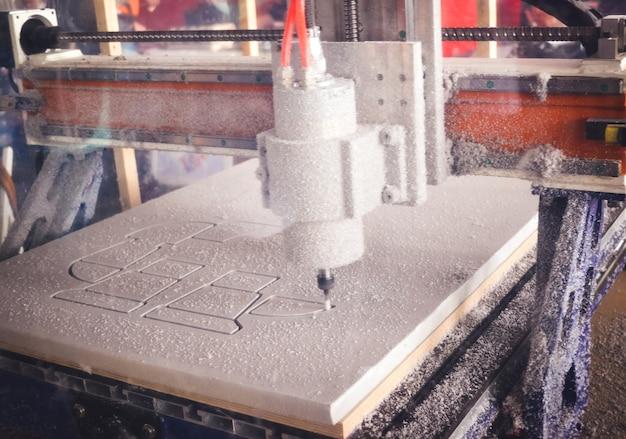 흰색 재료 패턴 근접 촬영에서 잘라낸 밀링 머신
