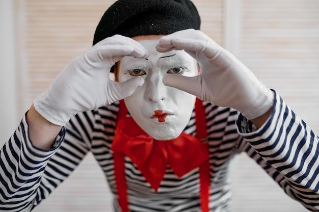 Mime artist, binoculars gesture, parody comedy
