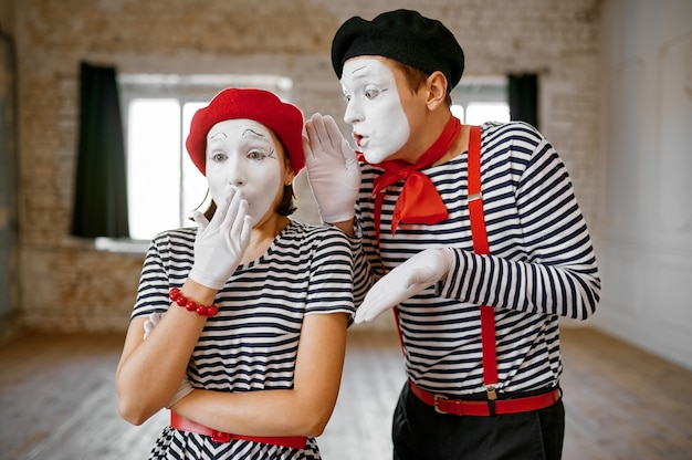 Mime artists, gesture scene, parody comedy