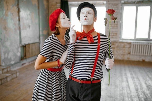 Mime artists with makeup, kissing scene with rose, parody comedy