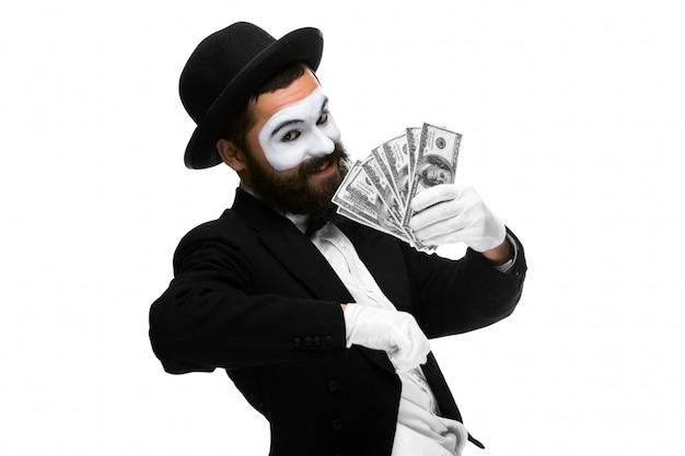 Мим как бизнесмен, кричащий от восторга