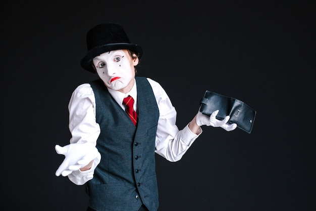 Mime looks dissapointed holding purse in his arm