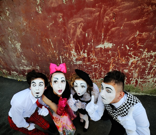 Mimes showing thumbs up