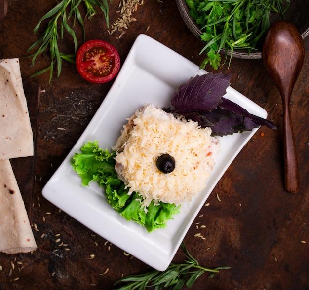 Мимоза салат вид сверху на стол