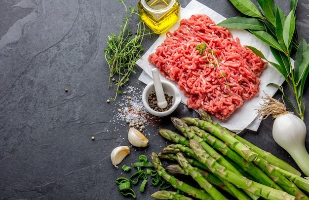 アスパラと玉ねぎの牛ひき肉