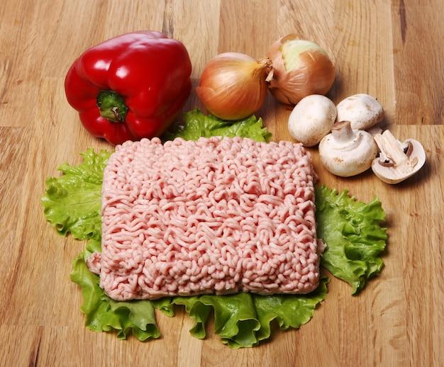 Рубленое мясо и овощи