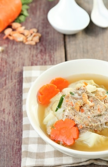Minced pork wrapped in cabbage soup