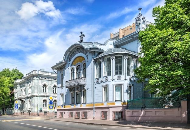 Особняк миндовского на поварской улице в москве в солнечный летний день