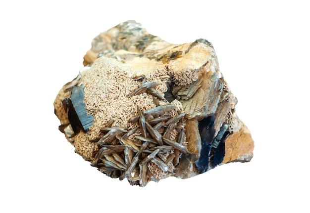 Минералогический образец конгломерата кристаллов мориона полевого шпата и слюды изолирован