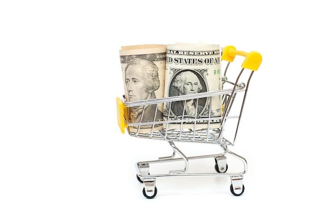 白い背景の上に1ドルと10ドルの紙幣が入ったミニカートカートとお金財務コンセプトコピースペース
