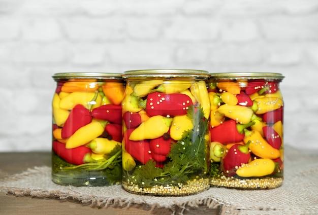 Мини перец чили консервированный в стеклянных банках с зеленью домашний маринованный перец в азиатском стиле