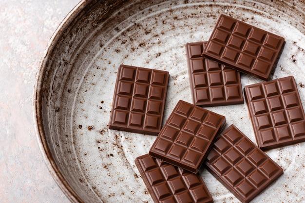 プレート上のミニチョコレートバー