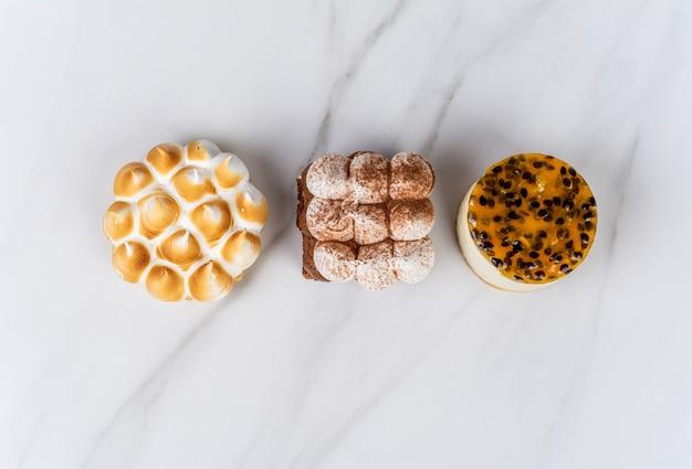 ミニチョコレート、レモンパイ、パッションフルーツケーキ