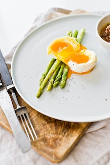 Mini grilled asparagus with egg and tuna.