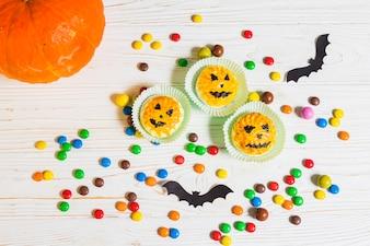 Mini muffins between little candies