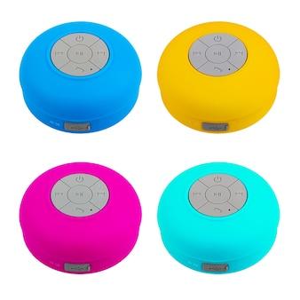 白い背景の上の携帯電話のコントロールノブとミニマルチカラー防水bluetoothワイヤレススピーカー