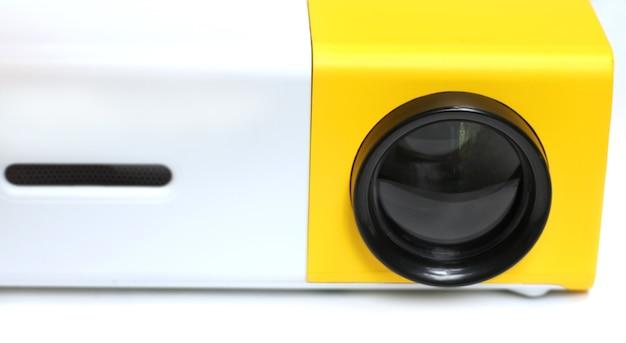 Мини-мультимедийный проектор