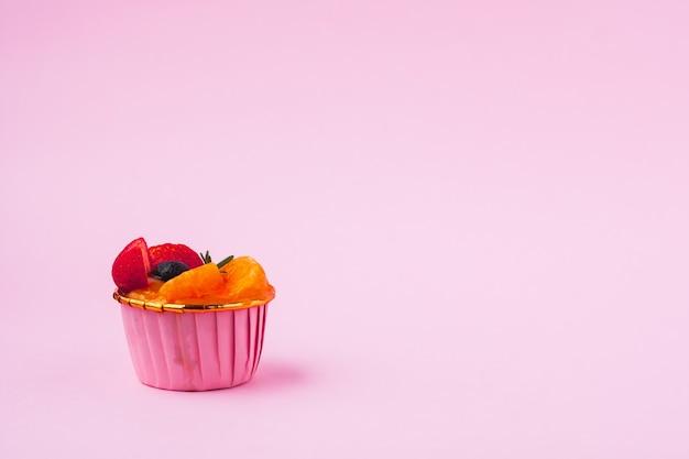 Мини-бумажный стаканчик с фруктами или апельсиновый бисквит