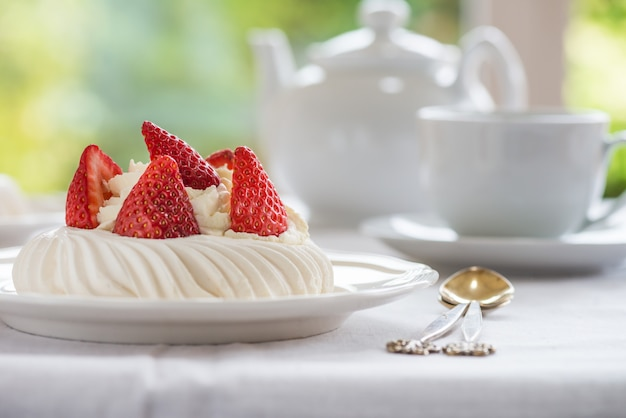 Mini pavlova meringue cake with fresh strawberries
